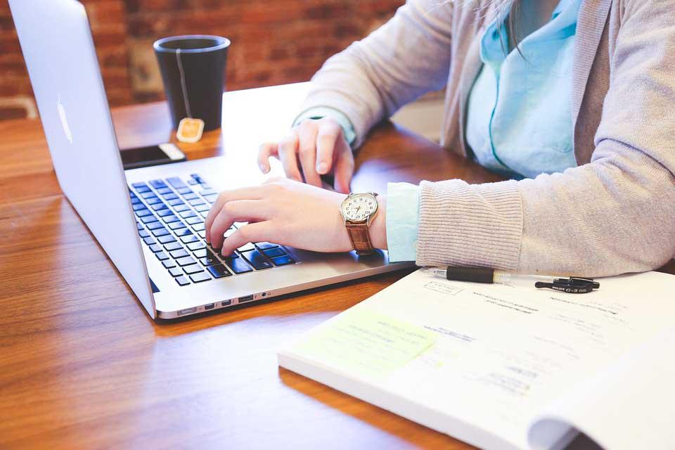 lavorare da casa come copywriter in trasferta